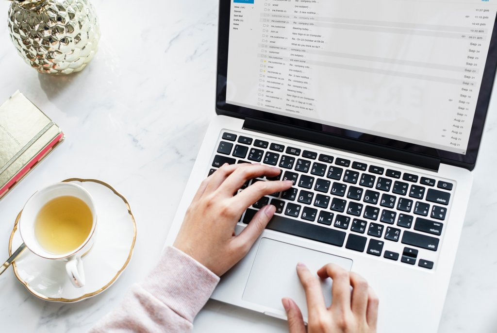 best chrome extensions for social media marketers - hand on a laptop apple